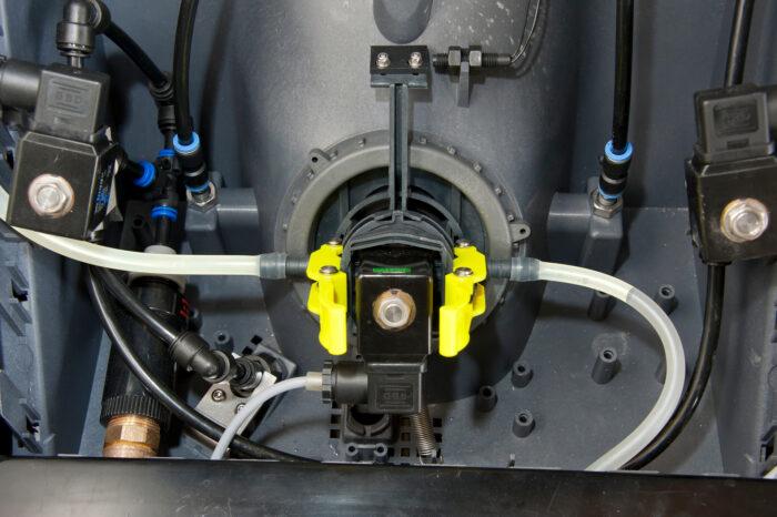 Auf diesem Detailfoto sind die Schläuche im CalfExpert zu sehen.